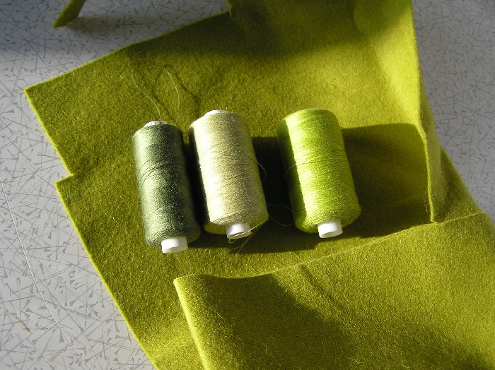 Threads and fabric for the Moss nest brooch