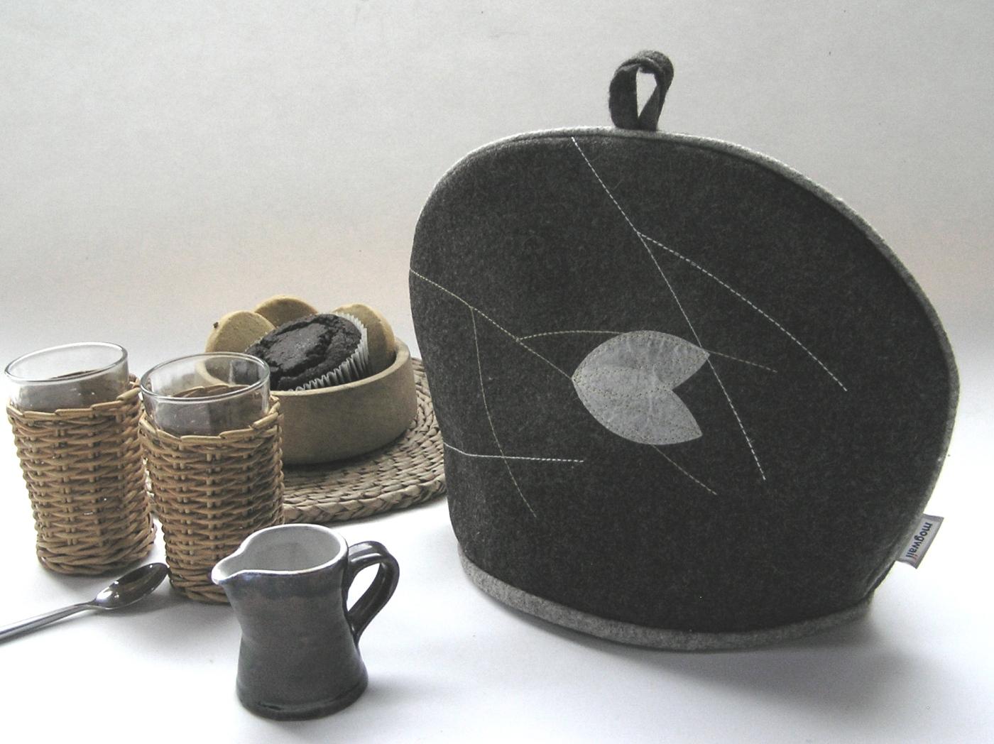 Leaf tea cosy
